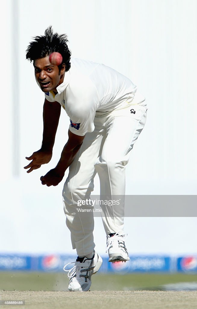 <a gi-track='captionPersonalityLinkClicked' href=/galleries/search?phrase=Rahat+Ali&family=editorial&specificpeople=9407619 ng-click='$event.stopPropagation()'>Rahat Ali</a> of Pakistan bowls during day five of the first test between Pakistan and New Zealand at Sheikh Zayed stadium on November 13, 2014 in Abu Dhabi, United Arab Emirates.