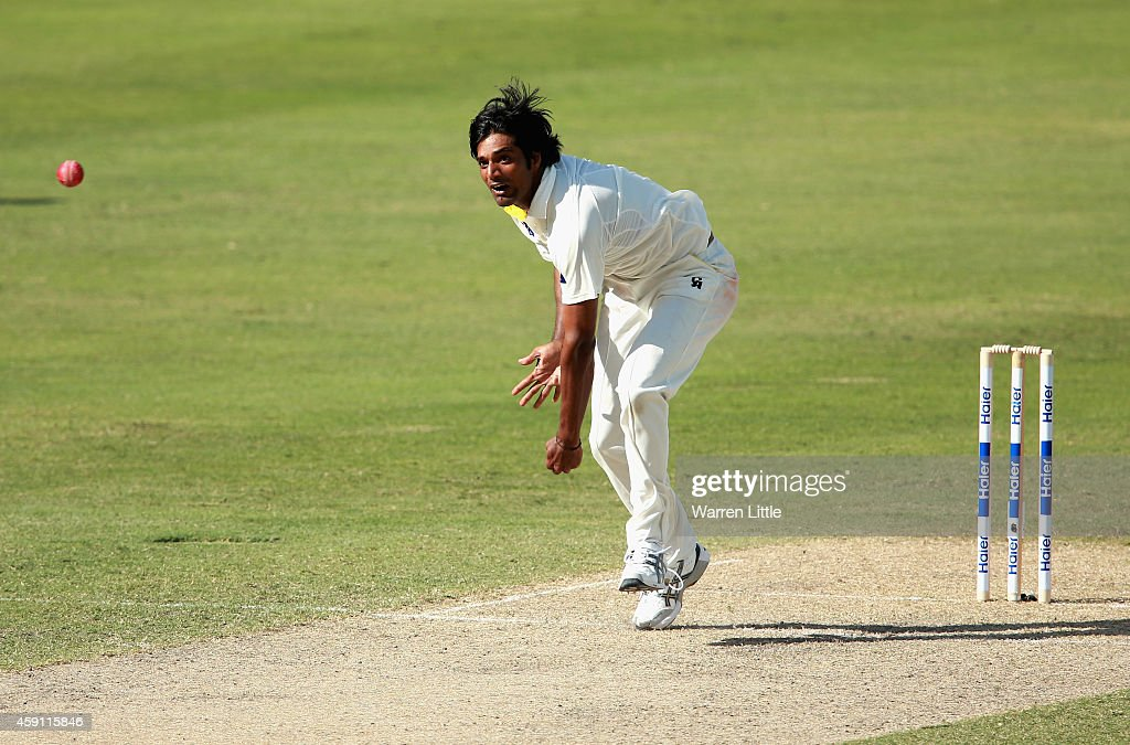 <a gi-track='captionPersonalityLinkClicked' href=/galleries/search?phrase=Rahat+Ali&family=editorial&specificpeople=9407619 ng-click='$event.stopPropagation()'>Rahat Ali</a> of Pakistan bowls during day one of the second test between Pakistan and New Zealand at Dubai International Stadium on November 17, 2014 in Dubai, United Arab Emirates.