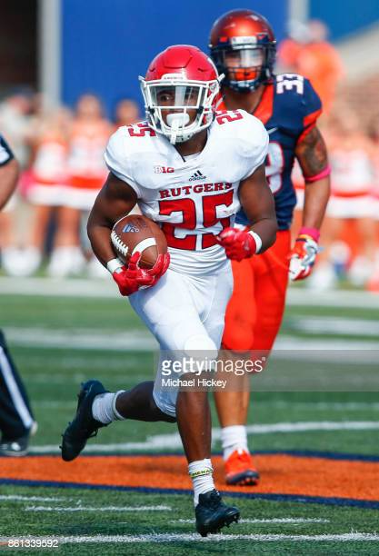 Raheem Blackshear of the Rutgers Scarlet Knights runs the ball during the game against the Illinois Fighting Illini at Memorial Stadium on October 14...