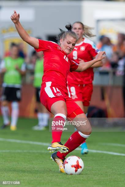 Rahel Kiwic of Switzerland controls the ball during the Group C match between Austria and Switzerland during the UEFA Women's Euro 2017 at Stadion De...