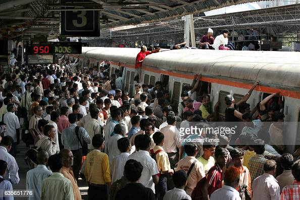 Railway motorman goes on stick on last 2 day Mumbaikar travel on top of the train at Andheri
