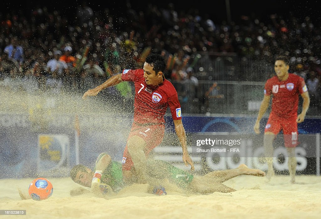 Raimana Li Fung Kuee of Tahiti is challenged by USA goalkeeper Christopher Toth during the FIFA Beach Soccer World Cup Tahiti 2013 Group A match between USA and Tahiti at the Tahua To'ata stadium on September 21, 2013 in Papeete, French Polynesia.