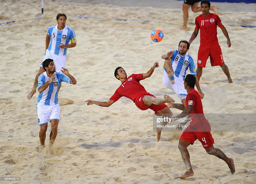 Raimana Li Fung Kuee of Tahiti tries an overhead kick uring the FIFA Beach Soccer World Cup Tahiti 2013 Quarter Final match between Argentina and Tahiti at the Tahua To'ata Stadium on September 25, 2013 in Papeete, French Polynesia.