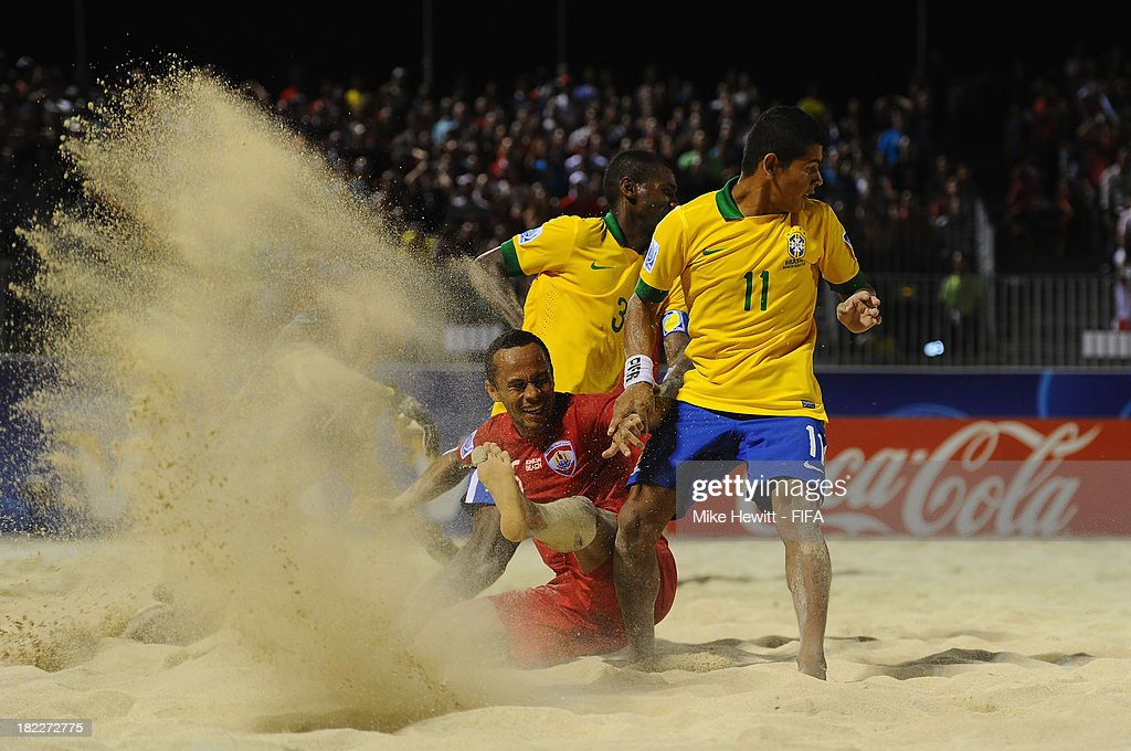 Raimoana Bennett of Tahiti battles with Datinha of Brazil during the FIFA Beach Soccer World Cup Tahiti 2013 3rd Place Playoff match between Brazil and Tahiti at the Tahua To'ata Stadium on September 28, 2013 in Papeete, French Polynesia.