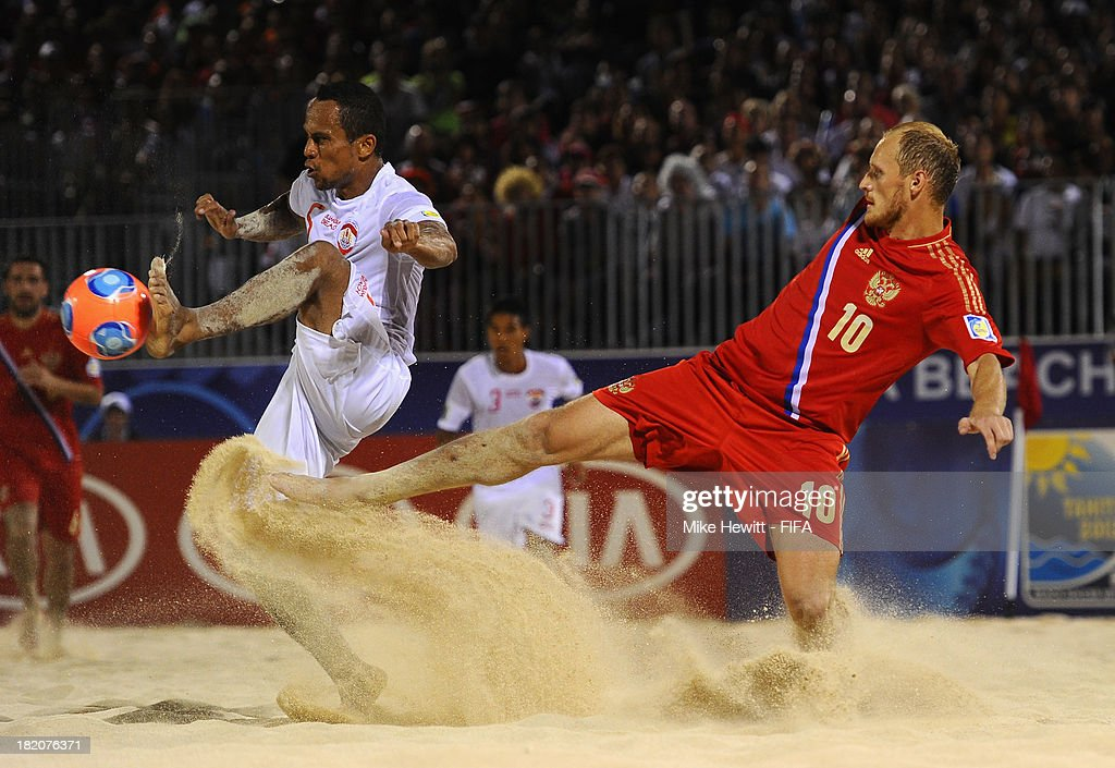 Raimoana Bennett of Tahiti is challenged by Anatoliy Peremitin of Russia during the FIFA Beach Soccer World Cup Tahiti 2013 Semi Final match between Russia and Tahiti at the Tahua To'ata Stadium on September 27, 2013 in Papeete, French Polynesia.
