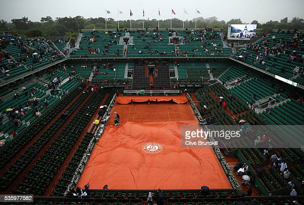 Rain halts play during the Men's Singles fourth round match between Novak Djokovic of Serbia and Roberto Bautista Agut of Spainon day ten of the 2016...