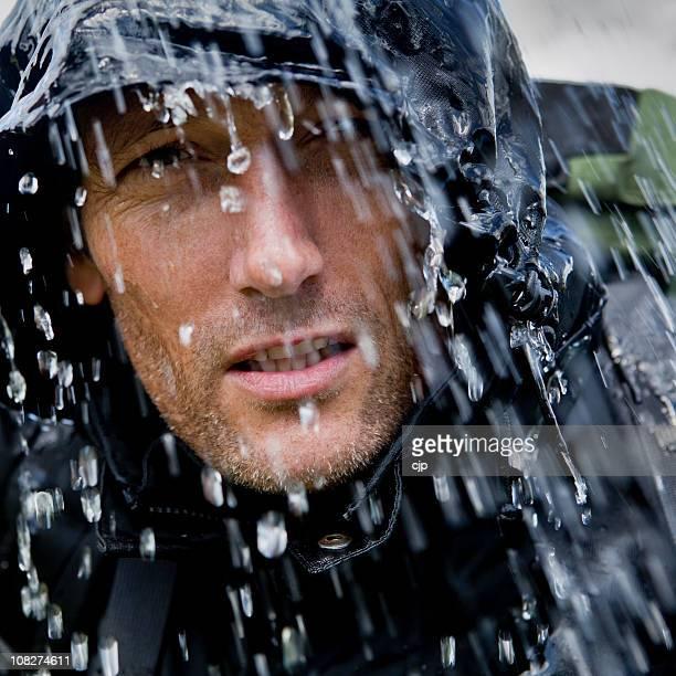 Regen eingeweicht Outdoor-Abenteurer