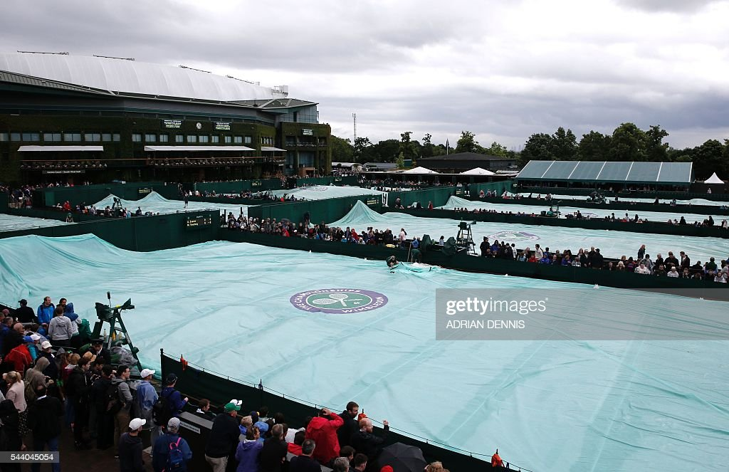 Rain stops play on the fifth day of the 2016 Wimbledon Championships at The All England Lawn Tennis Club in Wimbledon, southwest London, on July 1, 2016. / AFP / ADRIAN