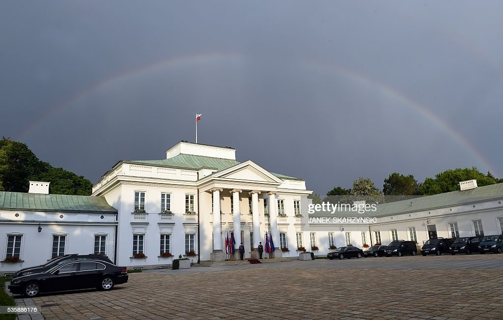 A Rainbow can be seen over Belweder Palace in Warsaw where NATO Secretary General Jens Stoltenberg and Polish President Andrzej Duda meet on May 30, 2016. / AFP / JANEK