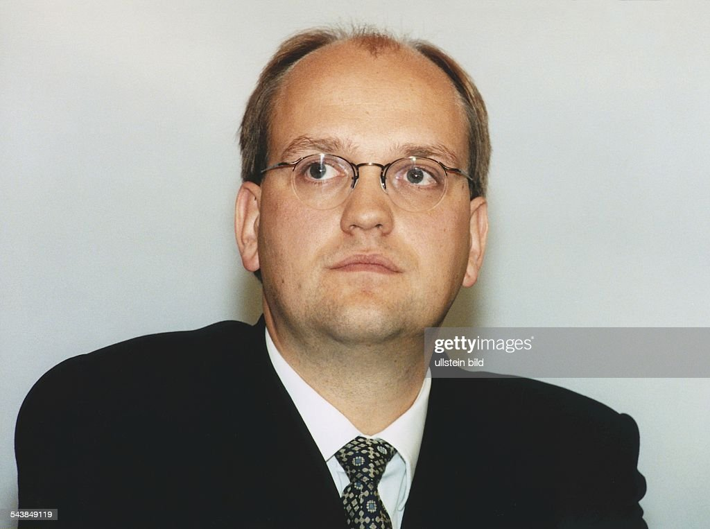 <b>Rainer Neske</b>, Vorstandsmitglied der Deutschen Bank 24, ist zuständig für das ... - rainer-neske-vorstandsmitglied-der-deutschen-bank-24-ist-zustndig-fr-picture-id543849119