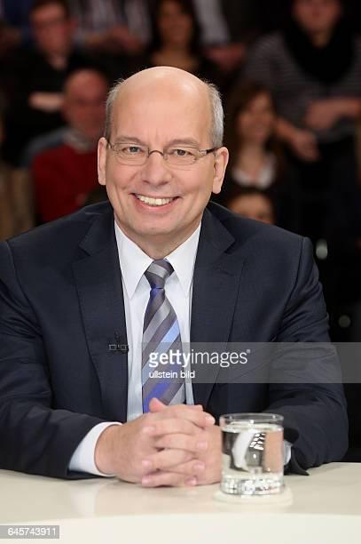 Rainer Wendt in der ZDFTalkshow 'Maybrit_Illner' am in BerlinThema der Sendung Krieg der Islamisten Hilflos gegen den Terror
