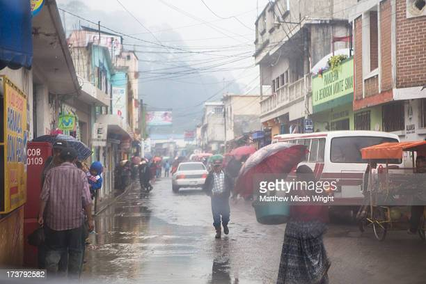 Rainy day street scenes in Coban
