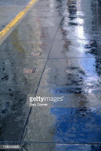 Rainy sidewalk, Los Angeles, CA : Photo