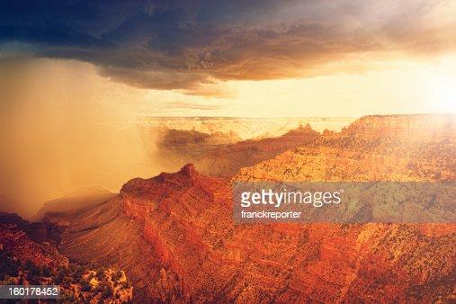 Rainy storm at sunset on Grand canyon - USA : Foto de stock