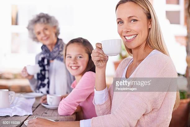 Elevar su bebida a la concentración de las mujeres