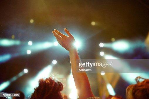 Levante sua mão s'estiver a ter um fantástico tempo