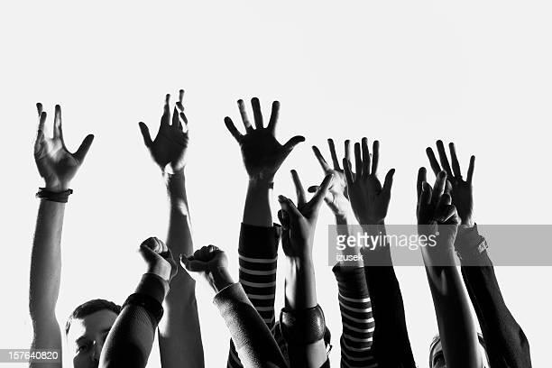 Menschliche Hände heben