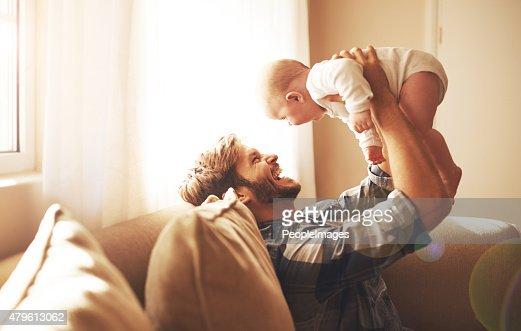 Elevar su hija con mucho amor