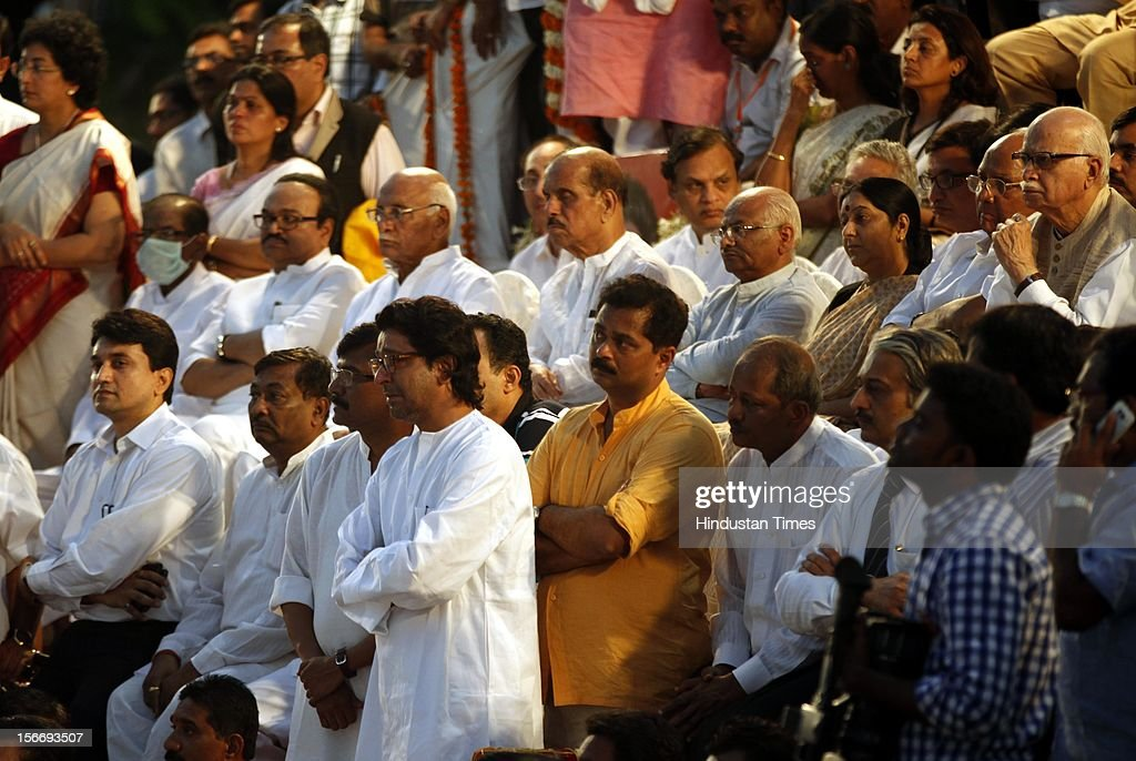 <a gi-track='captionPersonalityLinkClicked' href=/galleries/search?phrase=Raj+Thackeray&family=editorial&specificpeople=836761 ng-click='$event.stopPropagation()'>Raj Thackeray</a> weeps after lighting Bal Thackeray's funeral pyre at Shivaji Park on November 18, 2012 in Mumbai, India. Bal Thackeray passed away on November 17, 2012 at the age of 86 years.