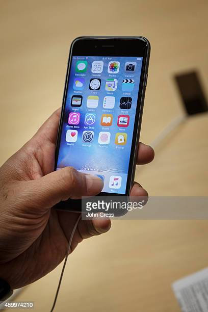 Rajeev Sharma uses his new iPhone 6s at the Apple Store on September 25 2015 in Chicago Illinois Apple launched the new iPhone 6s and iPhone 6s Plus...