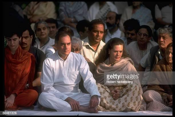 PM Rajiv Gandhi w wife Sonia daughter Priyanka commemorating anniv of his mother Indira's 1984 assassination
