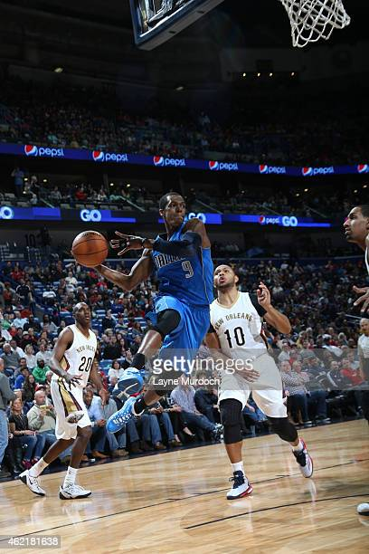 Rajon Rondo of the Dallas Mavericks looks to pass against the New Orleans Pelicans on January 25 2015 at Smoothie King Center in New Orleans...