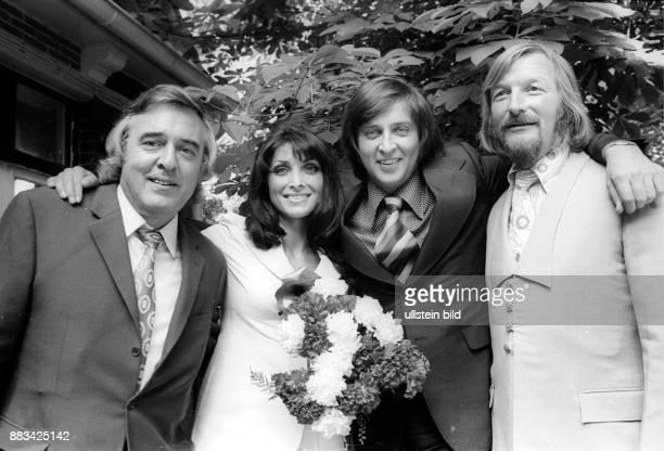 Rajter Dunja * Saengerin Schauspielerin Jugoslawien mit Ehemann Les Humphries und den Trauzeugen James Last und NN