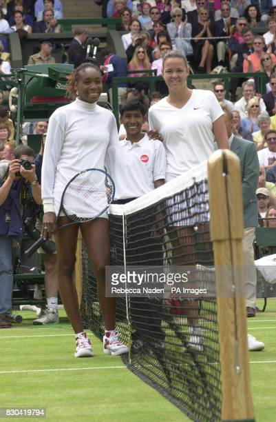 Raju Tital aged 12 from Calcutta poses with defending champion Lindsay Davenport and Venus Williams before the start of the Women's Singles final on...