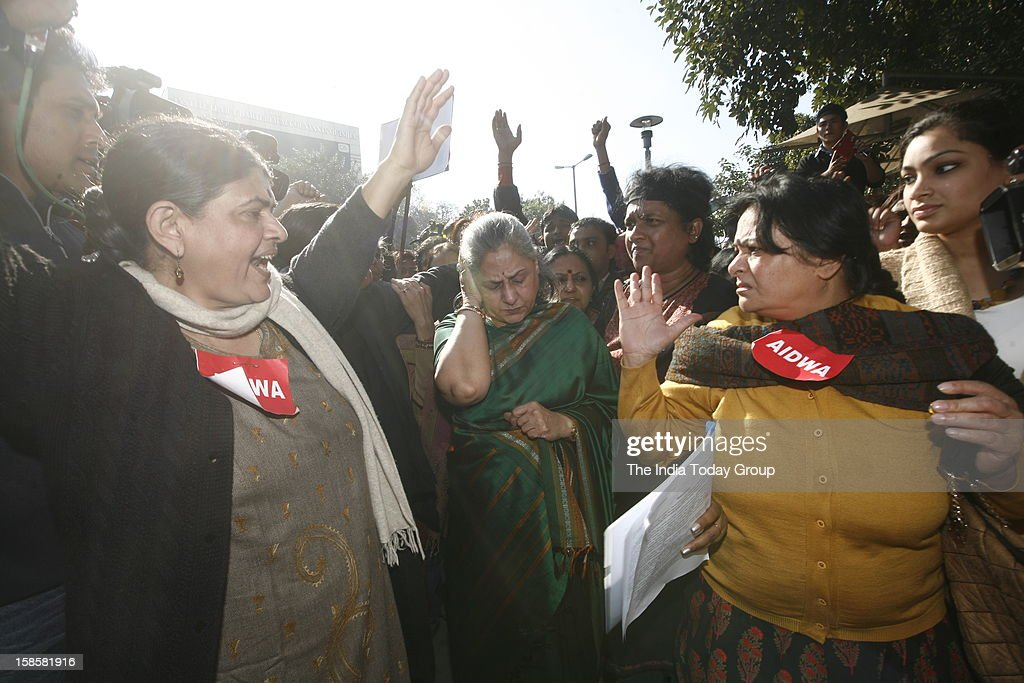 Rajya Sabha MP Jaya Bacchan entering Delhi Police Headquarters to meet the Commissioner of Police against the gangrape of a 23 year old woman in Delhi.