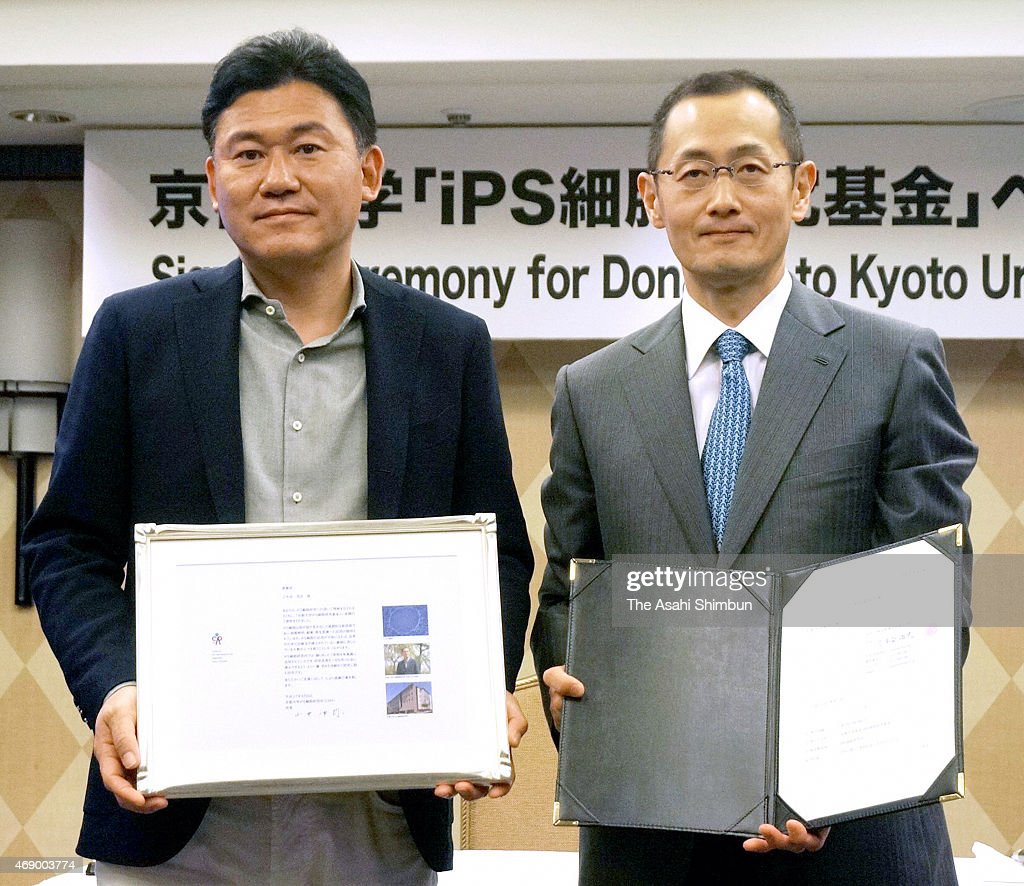 Rakuten Inc Chairman and CEO <a gi-track='captionPersonalityLinkClicked' href=/galleries/search?phrase=Hiroshi+Mikitani&family=editorial&specificpeople=2208204 ng-click='$event.stopPropagation()'>Hiroshi Mikitani</a> (L) receives the letter of appreciation by Kyoto University Center for iPS Cell Research and Application Director and Nobel prize laureate <a gi-track='captionPersonalityLinkClicked' href=/galleries/search?phrase=Shinya+Yamanaka&family=editorial&specificpeople=4810477 ng-click='$event.stopPropagation()'>Shinya Yamanaka</a> (R) as Mikitani and CEO of Salesforce.com Marc Benioff have made donation of 500 million Japanese yen (4.17 million U.S. dollars), half amount each, on April 8, 2015 in Tokyo, Japan.