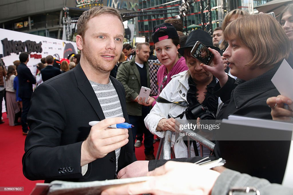 Ralf Schmitz with fans during the Berlin premiere of the film 'Angry Birds - Der Film' at CineStar on May 1, 2016 in Berlin, Germany.