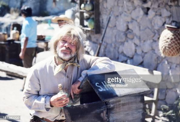 Ralf Wolter neben den Dreharbeiten zur ARDSerie 'Mein Freund Winnetou' vom französischen Fernsehen 'Antenne 2' Folge 1 'Blut und Sand' Durango Mexiko...