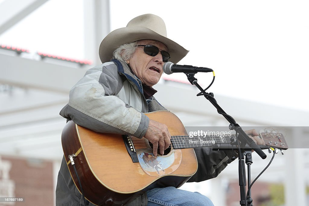 Ramblin' Jack Elliott performs during the opening ceremony of the Woody Guthrie Center on April 27, 2013 in Tulsa, Oklahoma.