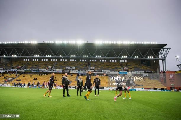 Rami Kaib of IF Elfsborg and players of IF Elfsborg warm up before during the Allsvenskan match between IF Elfsborg and Djurgardens IF at Boras Arena...