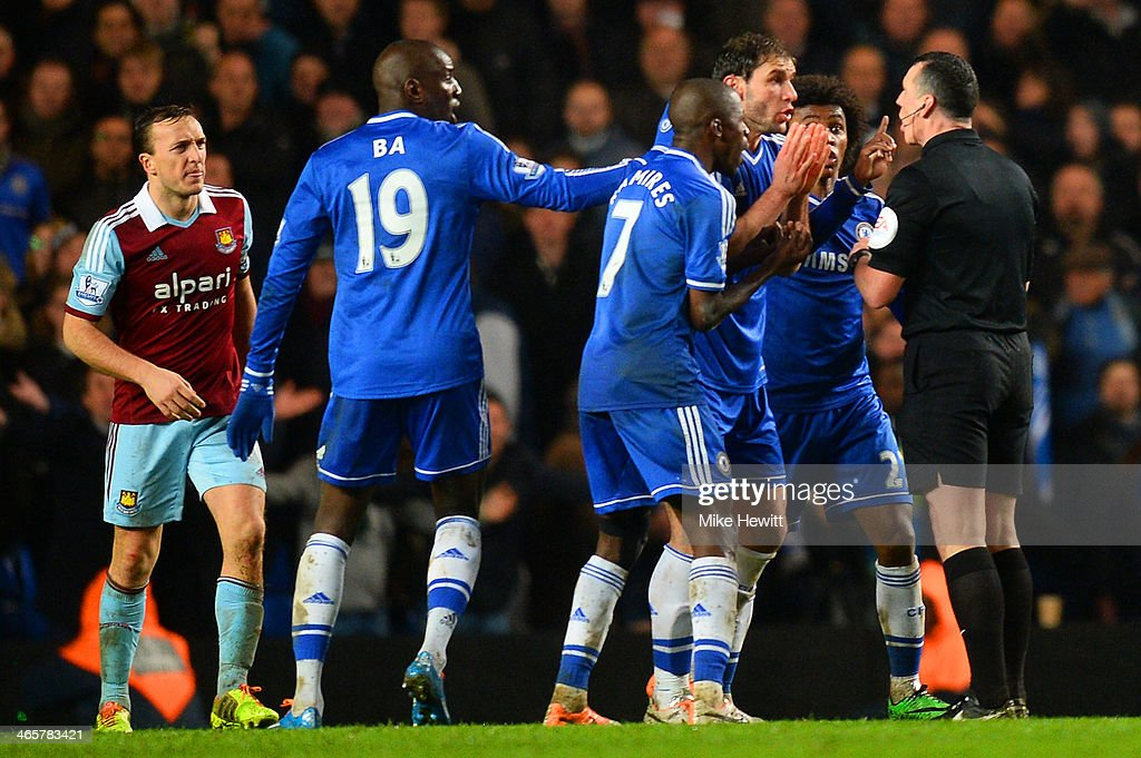 Ramires, <a gi-track='captionPersonalityLinkClicked' href=/galleries/search?phrase=Branislav+Ivanovic&family=editorial&specificpeople=607152 ng-click='$event.stopPropagation()'>Branislav Ivanovic</a> and <a gi-track='captionPersonalityLinkClicked' href=/galleries/search?phrase=Willian+-+Soccer+Player+for+Chelsea+and+Brazil&family=editorial&specificpeople=9886576 ng-click='$event.stopPropagation()'>Willian</a> of Chelsea appeal to Referee Neil Swarbrick during the Barclays Premier League match between Chelsea and West Ham United at Stamford Bridge on January 29, 2014 in London, England.