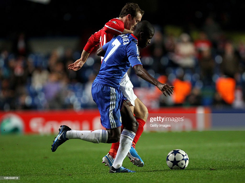 Ramires of Chelsea and <a gi-track='captionPersonalityLinkClicked' href=/galleries/search?phrase=Aiden+McGeady&family=editorial&specificpeople=713430 ng-click='$event.stopPropagation()'>Aiden McGeady</a> of Spartak Moscow compete for the ball during the UEFA Champions League group F match between Chelsea and Spartak Moscow at Stamford Bridge on November 3, 2010 in London, England.