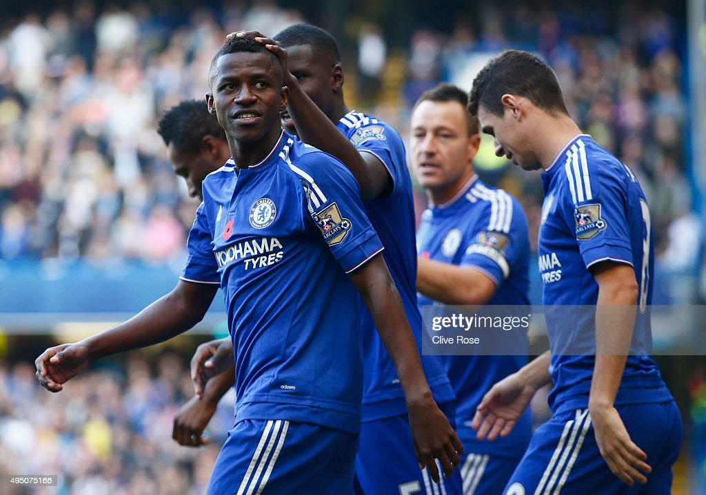 Ramires (1st L) of Chelsea celebrates scoring his team's first goal with his team mates during the Barclays Premier League match between Chelsea and Liverpool at Stamford Bridge on October 31, 2015 in London, England.
