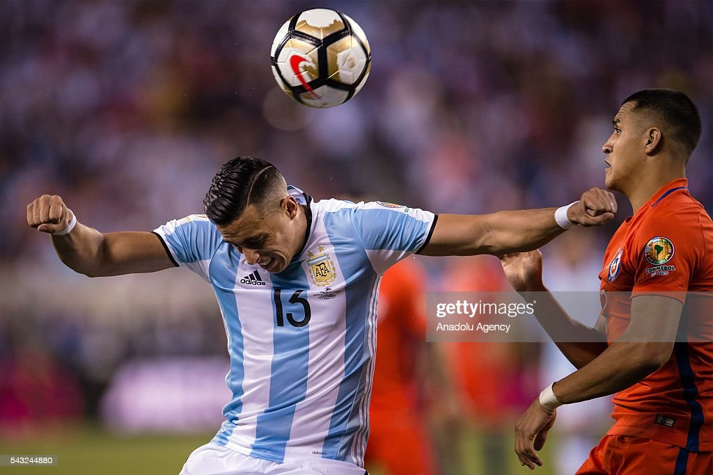 Ramiro Funes Mori (L) of Argentina struggle for the ball against Alexis Sanchez (R) of Chile during the championship match between Argentina and Chile at MetLife Stadium as part of Copa America Centenario 2016 on June 26, 2016 in East Rutherford, New Jersey, USA.