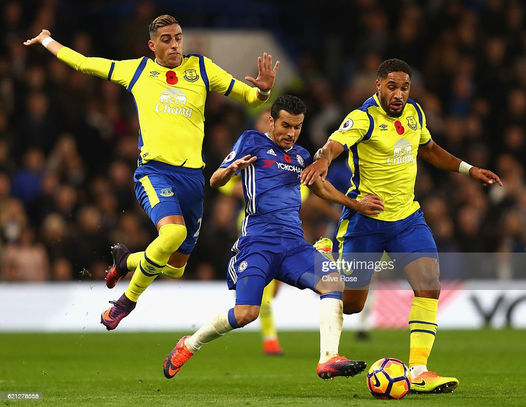Ramiro Funes Mori of Everton (L) and Ashley Williams of Everton (R) challenge Pedro of Chelsea (C) during the Premier League match between Chelsea and Everton at Stamford Bridge on November 5, 2016 in London, England.