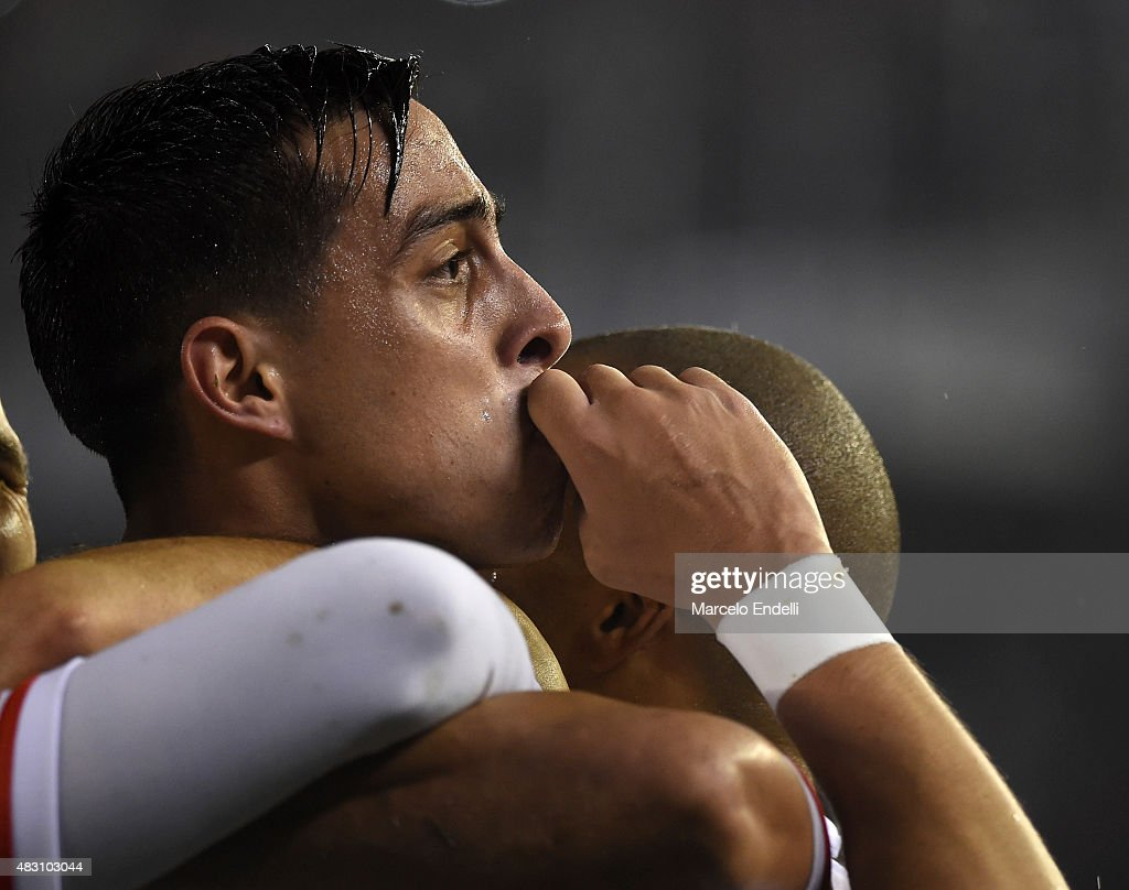 Ramiro Funes Mori of River Plate celebrates with teammates after scoring the third goal of his team during a second leg final match between River Plate and Tigres UANL as part of Copa Bridgestone Libertadores 2015 at Antonio Vespucio Liberti Stadium on August 05, 2015 in Buenos Aires, Argentina.