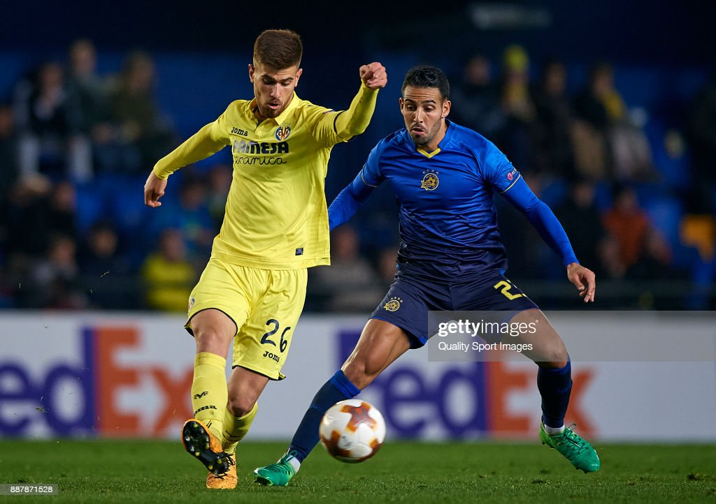 Ramiro Guerra (L) of Villarreal competes for the ball with Eyal Golasa of Maccabi Tel Aviv during the UEFA Europa League group A match between Villarreal CF and Maccabi Tel Aviv at Estadio De la Ceramica on December 7, 2017 in Villarreal, Spain.