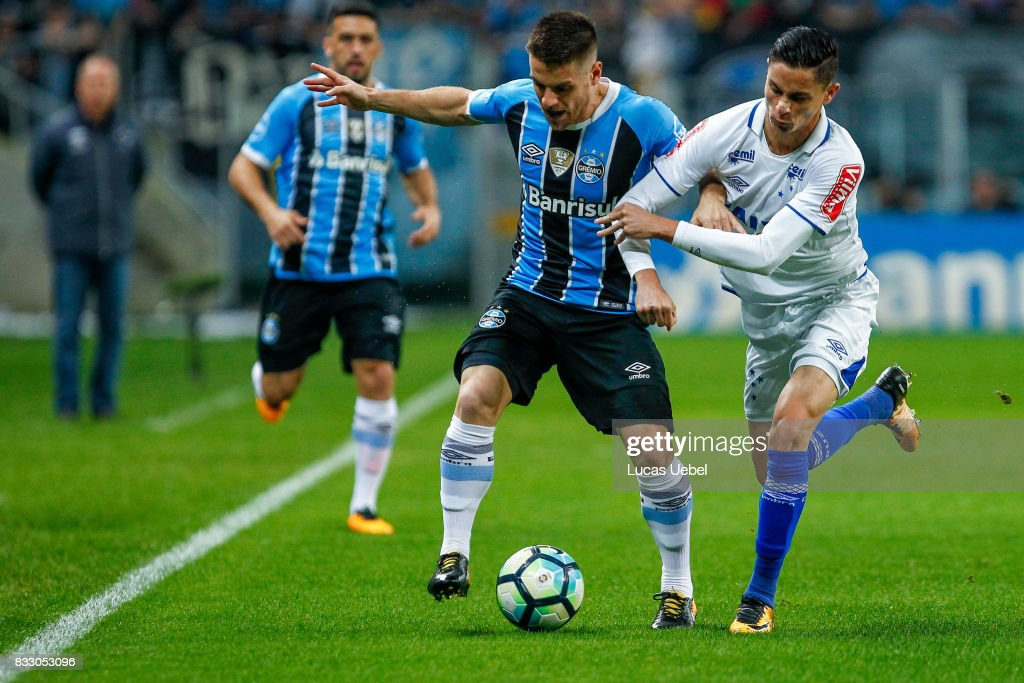 Ramiro of Gremio battles for the ball against Diogo Barbosa of Cruzeiro during the Gremio v Cruzeiro match, part of Copa do Brasil Semi-Finals 2017, at Arena do Gremio on August 16, 2017 in Porto Alegre, Brazil.