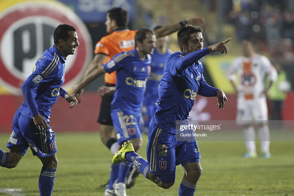 Ramón Fernández of Universidad de Chile celebrates during a match between Universidad de Chile and Cobresal as part of the Torneo Apertura 2013 at Santa Laura Stadium on August 09, 2013 in Santiago, Chile.