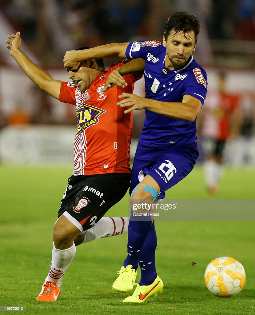 Ramon Abila of Huracan fights for the ball with Paulo Andre of Cruzeiro during a match between Huracan and Cruzeiro as part of Copa Bridgestone Libertadores 2015 at Tomas A. Duco Stadium on April 14, 2015 in Buenos Aires, Argentina. (Photo by Gabriel Rossi/LatinContent/Getty Images).
