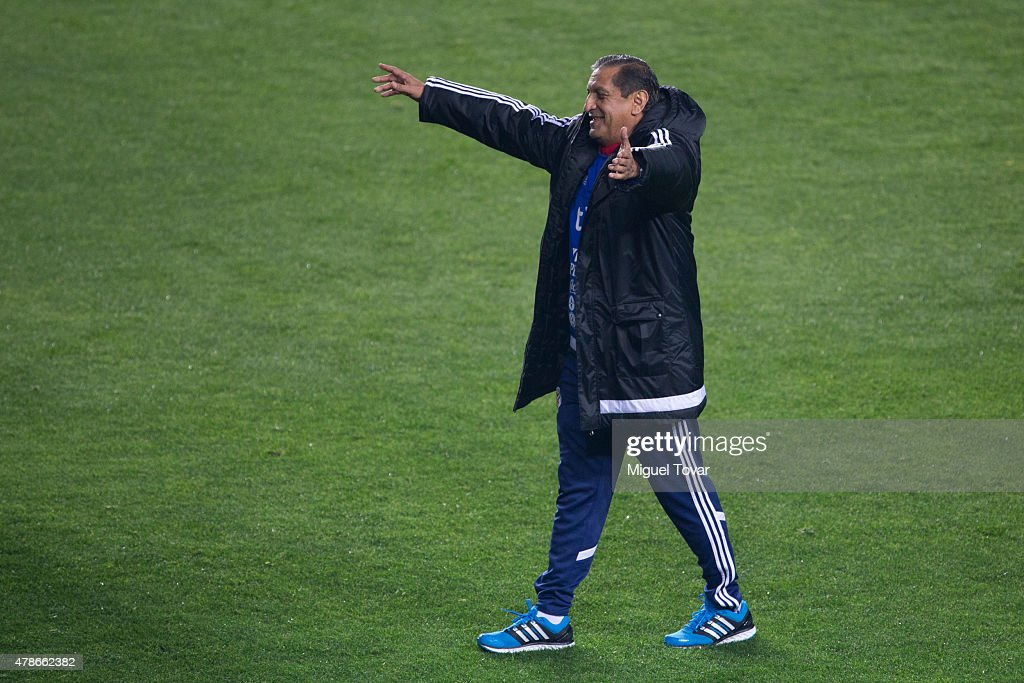 <a gi-track='captionPersonalityLinkClicked' href=/galleries/search?phrase=Ramon+Diaz&family=editorial&specificpeople=2607555 ng-click='$event.stopPropagation()'>Ramon Diaz</a> coach of Paraguay gestures before a training session at Alcaldesa Ester Roa Rebolledo Municipal Stadium on June 26 2015 in Concepcion, Chile. Paraguay will face Brazil as part of 2015 Copa America Chile quarter final on June 27.