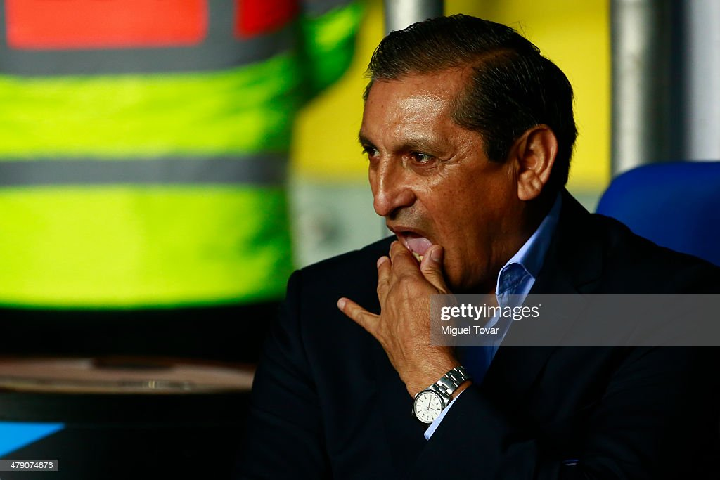 <a gi-track='captionPersonalityLinkClicked' href=/galleries/search?phrase=Ramon+Diaz&family=editorial&specificpeople=2607555 ng-click='$event.stopPropagation()'>Ramon Diaz</a>, coach of Paraguay gestures during the 2015 Copa America Chile Semi Final match between Argentina and Paraguay at Ester Roa Rebolledo Stadium on June 30, 2015 in Concepcion, Chile.