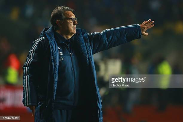 Ramon Diaz coach of Paraguay gives instructions to his players during the 2015 Copa America Chile Semi Final match between Argentina and Paraguay at...