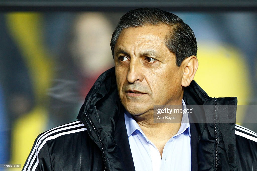 <a gi-track='captionPersonalityLinkClicked' href=/galleries/search?phrase=Ramon+Diaz&family=editorial&specificpeople=2607555 ng-click='$event.stopPropagation()'>Ramon Diaz</a>, coach of Paraguay, looks on during the 2015 Copa America Chile Third Place Playoff match between Peru and Paraguay at Ester Roa Rebolledo Stadium on July 03, 2015 in Concepcion, Chile.
