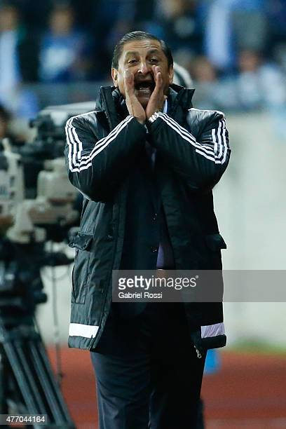 Ramon Diaz coach of Paraguay shouts instructions to his players during the 2015 Copa America Chile Group B match between Argentina and Paraguay at La...