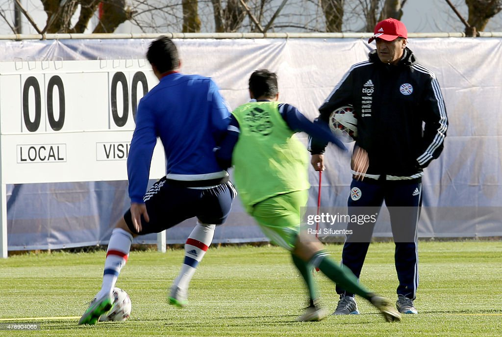 <a gi-track='captionPersonalityLinkClicked' href=/galleries/search?phrase=Ramon+Diaz&family=editorial&specificpeople=2607555 ng-click='$event.stopPropagation()'>Ramon Diaz</a>, coach of Paraguay watches his players during a training session at ENAP training camp as part of 2015 Copa America Chile on June 28, 2015 in Concepcion, Chile.